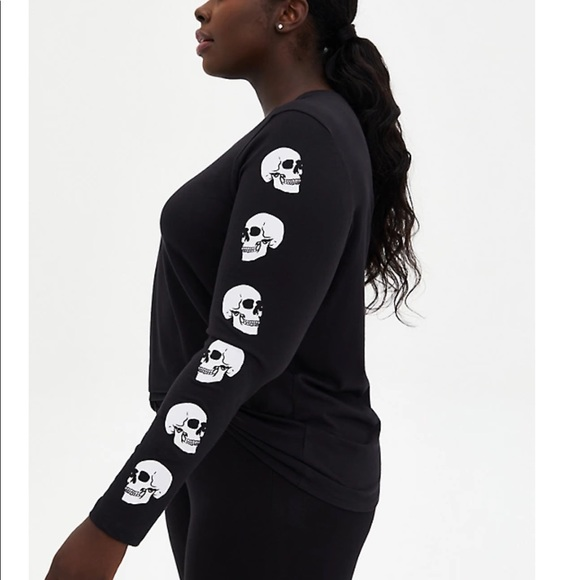 Nwt Torrid black Skull design long sleeve top